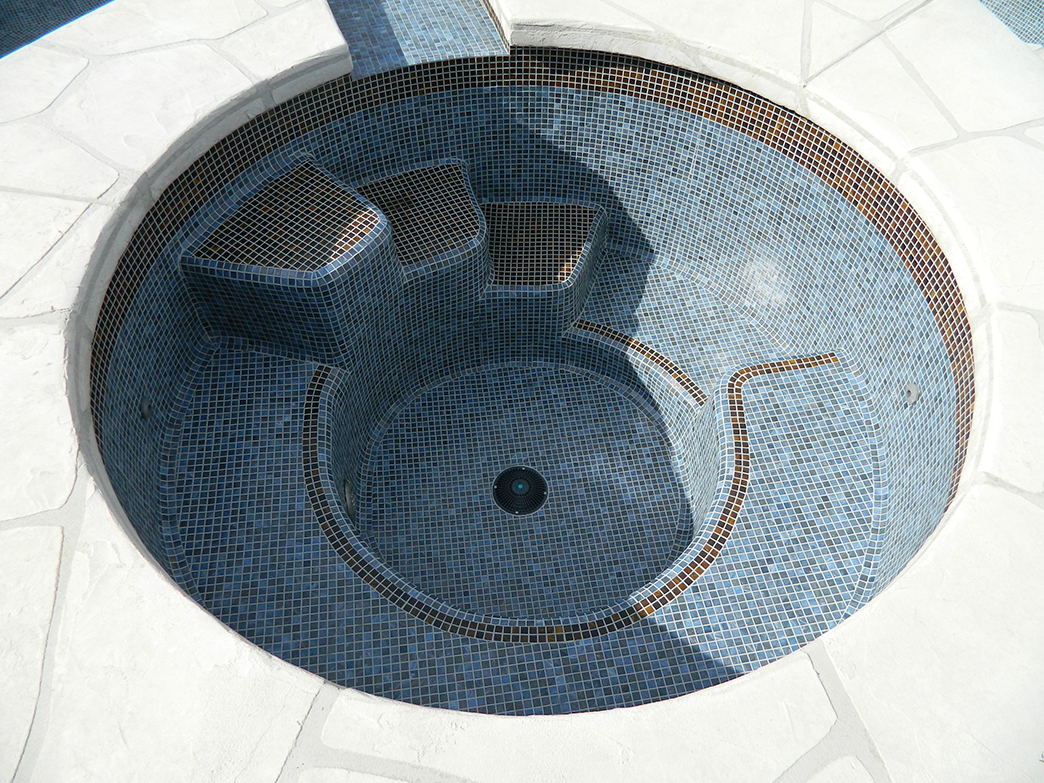 Rancho Mirage spa remodel, Gray/Gold tile, special step top design